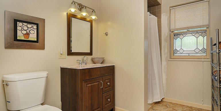 7620 W Highway 50 Salida CO-large-016-6-bathroom2-1500x989-72dpi