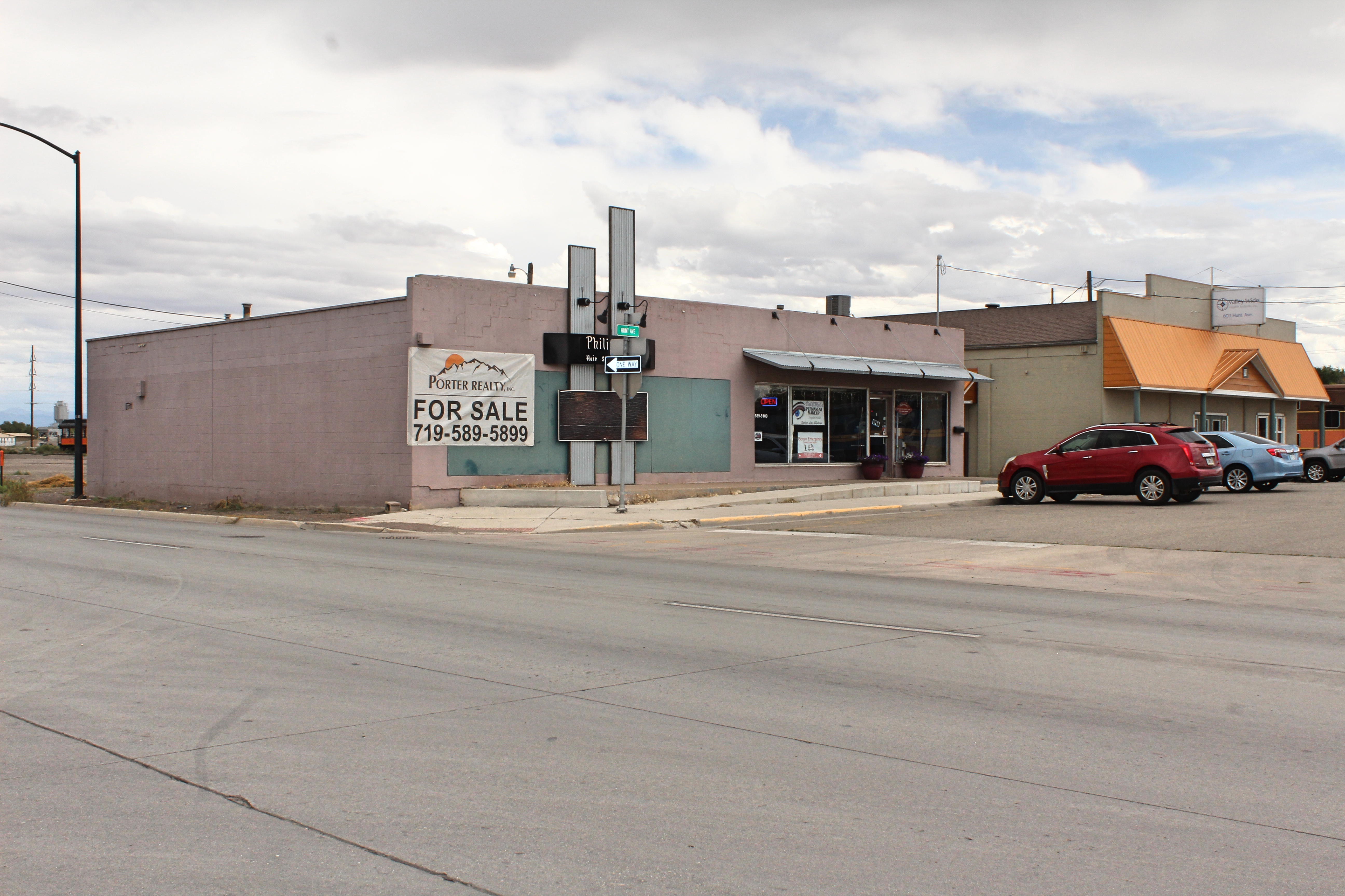 Large retail or commercial space adjoining the highway in the heart of Downtown Alamosa