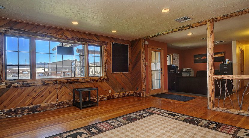 245 E Hwy 50 Salida CO 81201-large-005-022-foyer2-1500x1000-72dpi